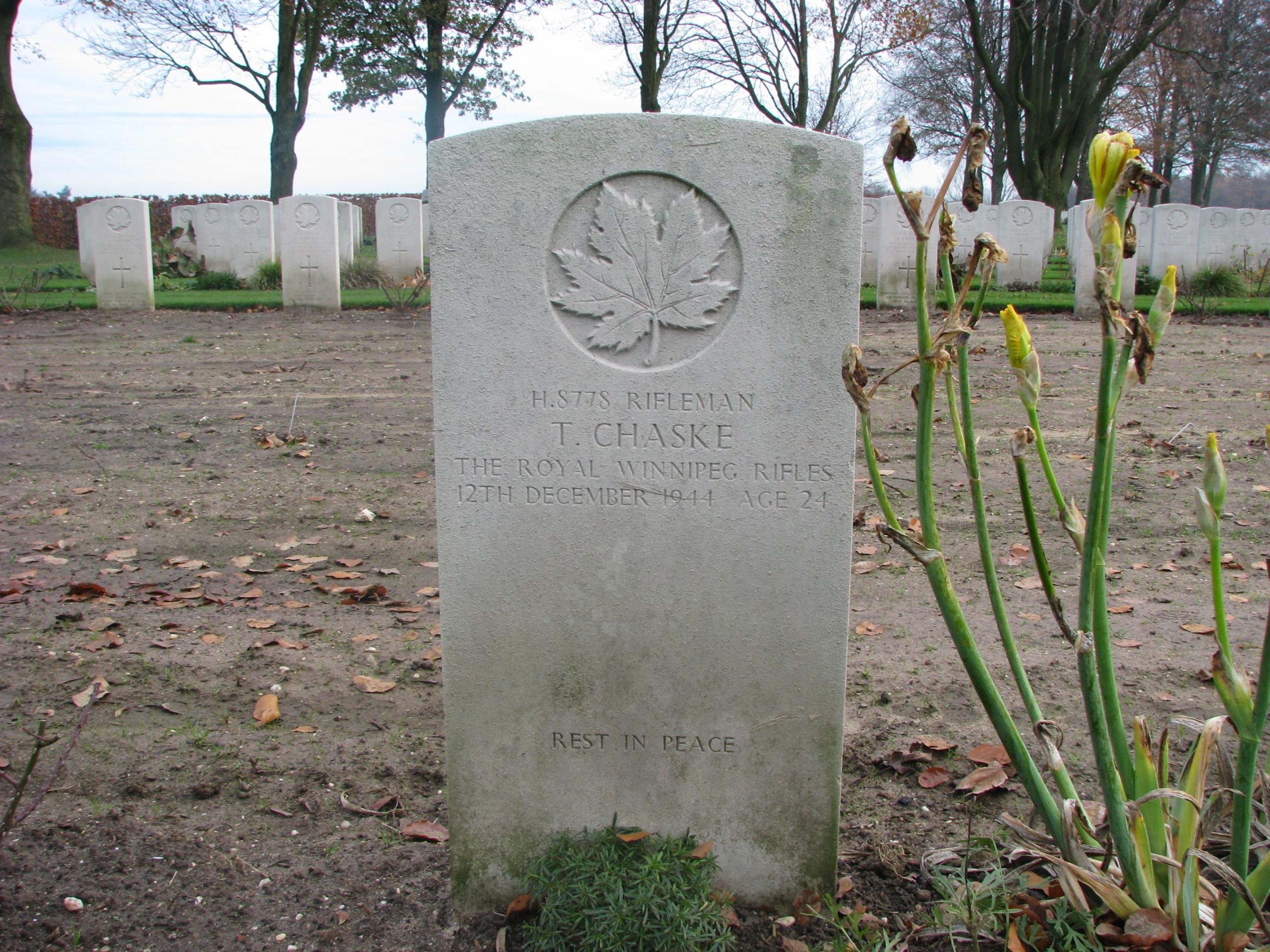 Rifleman Tom Chaske gravestone at Groesbeek